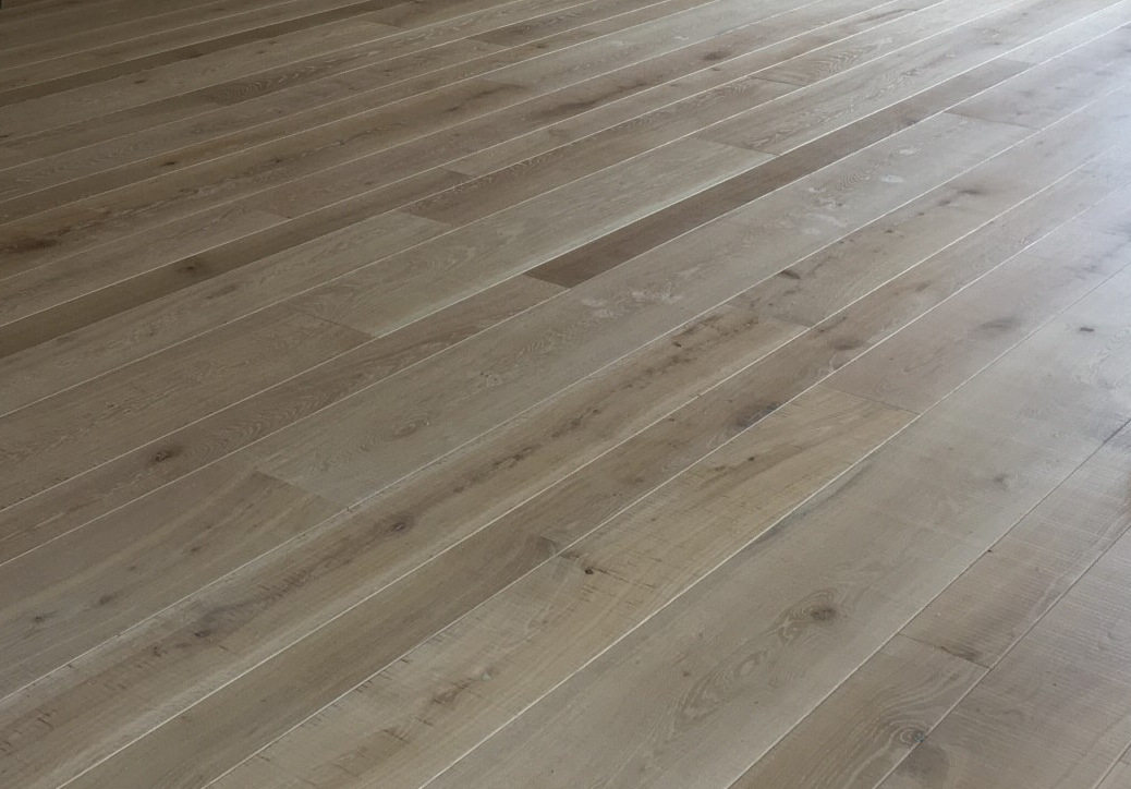 band sawn mixed width engineered oak flooring