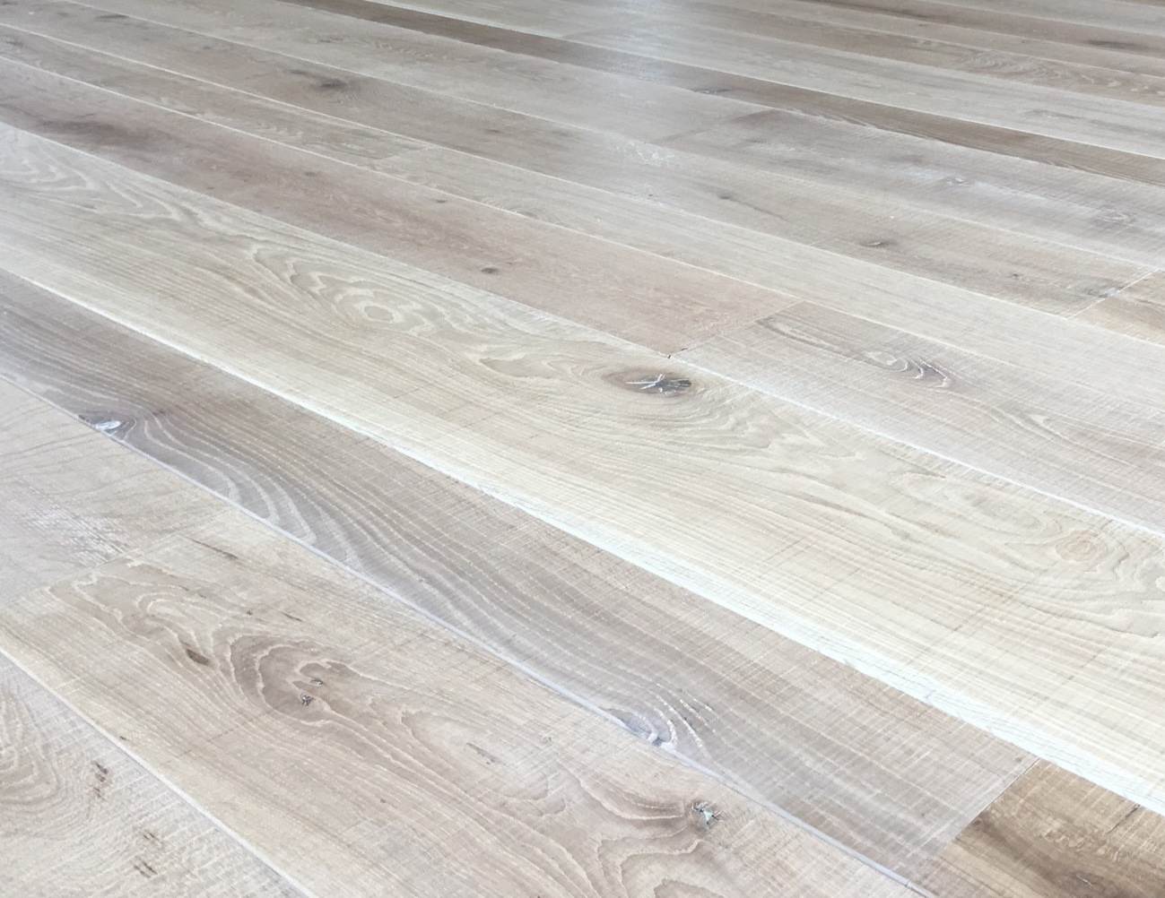 band sawn natural oak engineered flooring mixed width
