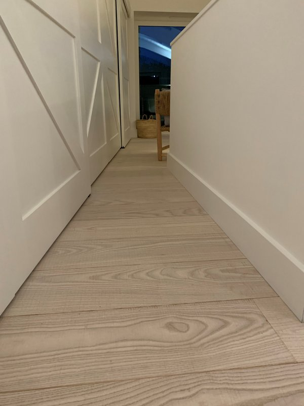 Natural White Ash Engineered Flooring Band Sawn